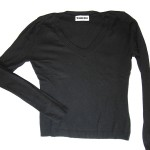 black thin jumper